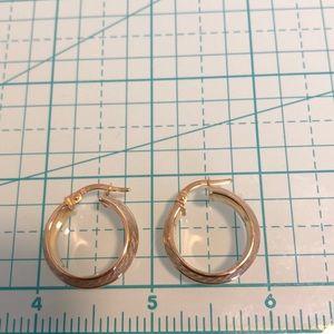 Jewelry - 14kt textured hoop earrings 💖